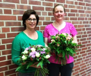 Das Netzwerk bedankte sich bei Tanja Reher (links) und Birgit Kockmeyer (rechts) für die tolle Arbeit der vergangenen Jahre.